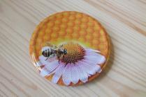 Víčko - Včela na květu