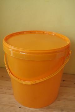 plastova-nadoba-na-med-zluta-25-kg_971_834.jpg